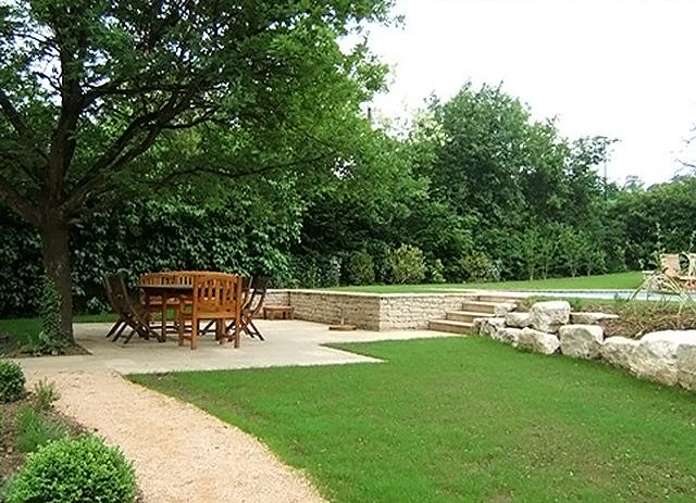 Amnagement terrasse et jardin photo perfect amnagement terrasse isre drme jardin blanc with - Terrasse jardin simple nimes ...